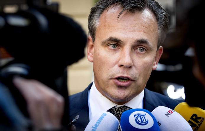 التستر على جرائم مهاجرين مغاربة يطيح بوزير العدل الهولندي !