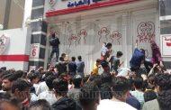 نفاذ 60 ألف تذكرة مخصصة لنهائي الزمالك و نهضة بركان و الأمن المصري يتدخل لمحاصرة محتجين غاضبين !