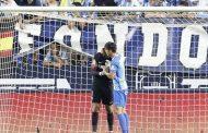 فيديو مؤثر. لاعبو وجمهور 'مالقا' يتضامنُون مع الحارس 'المُحمدي' بعد خطأ تسبب في خسارة الصعود لليغا