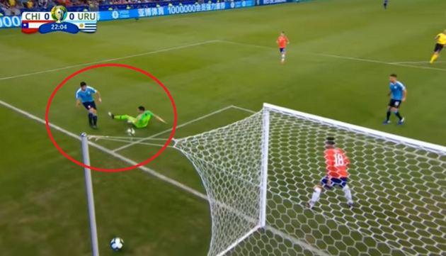 فيديو/ سواريز يطالب بأغرب ركلة جزاء في تاريخ كرة القدم !