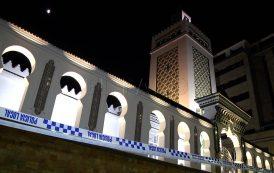 صور وفيديو/ مسلحون ملثمون يطلقون الرصاص على مسجد بسبتة المحتلة !