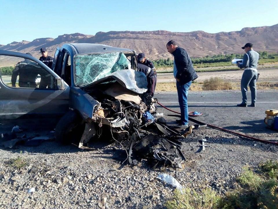 صور/ مقتل 3 أفراد من عائلة واحدة في حادث سير مروع بالريش !