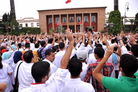 الرميد يخرج خاوي الوفاض من لقاء طلبة الطب و الحكومة تطالب المحتجين باحترام الدستور !