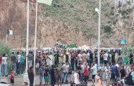 مغاربة وجزائريون يحتفلون بتأهل 'الخضر' لنصف نهائي 'الكان' على جنبات الحدود