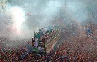جماهير الجزائر تملأ شوارع العاصمة احتفالا بلقب الكان !