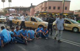 صور/ مكفوفون عاطلون يهددون بالإنتحار الجماعي و يشلون حركة السير بمراكش !