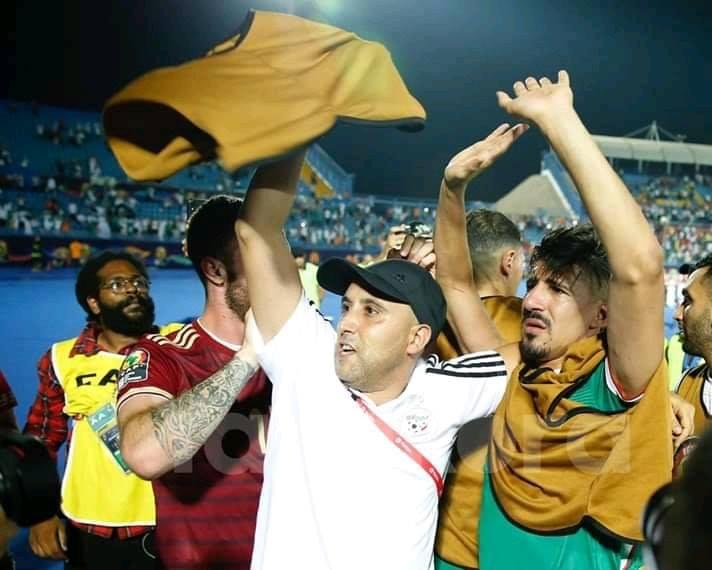 فيديو/ لاعب في المنتخب الجزائري يعتذر للجماهير بعد إضاعته لضربة جزاء !