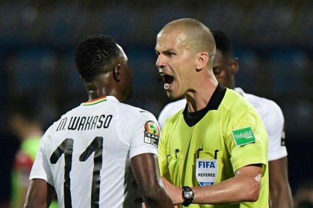 الكاف يعين حكماً جنوب إفريقي لقيادة نهائي كأس إفريقيا !