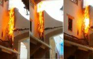 فيديو | تماس كهربائي يشعل النيران في