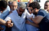 صور وفيديو/ الاخوان ميكري ينهارون في جنازة شقيقهم الفنان حسن ميكري !