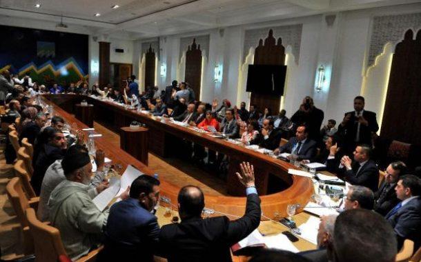 """البرلمان يصادق على """"القانون الإطار"""" و حزب رئيس الحكومة يقاطع !"""