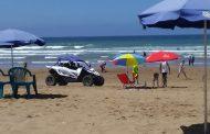 فوضى عارمة بشاطئ المٓهدية وإقتحامٌ للمُراهقين بدراجات الكواد في غيابٍ تام للأمن والشرطة السياحية
