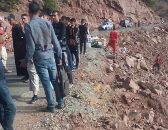 صور/ انقلاب سيارة للنقل المزدوج بالحوز يوم العيد يرسل مصابين إلى المستعجلات !