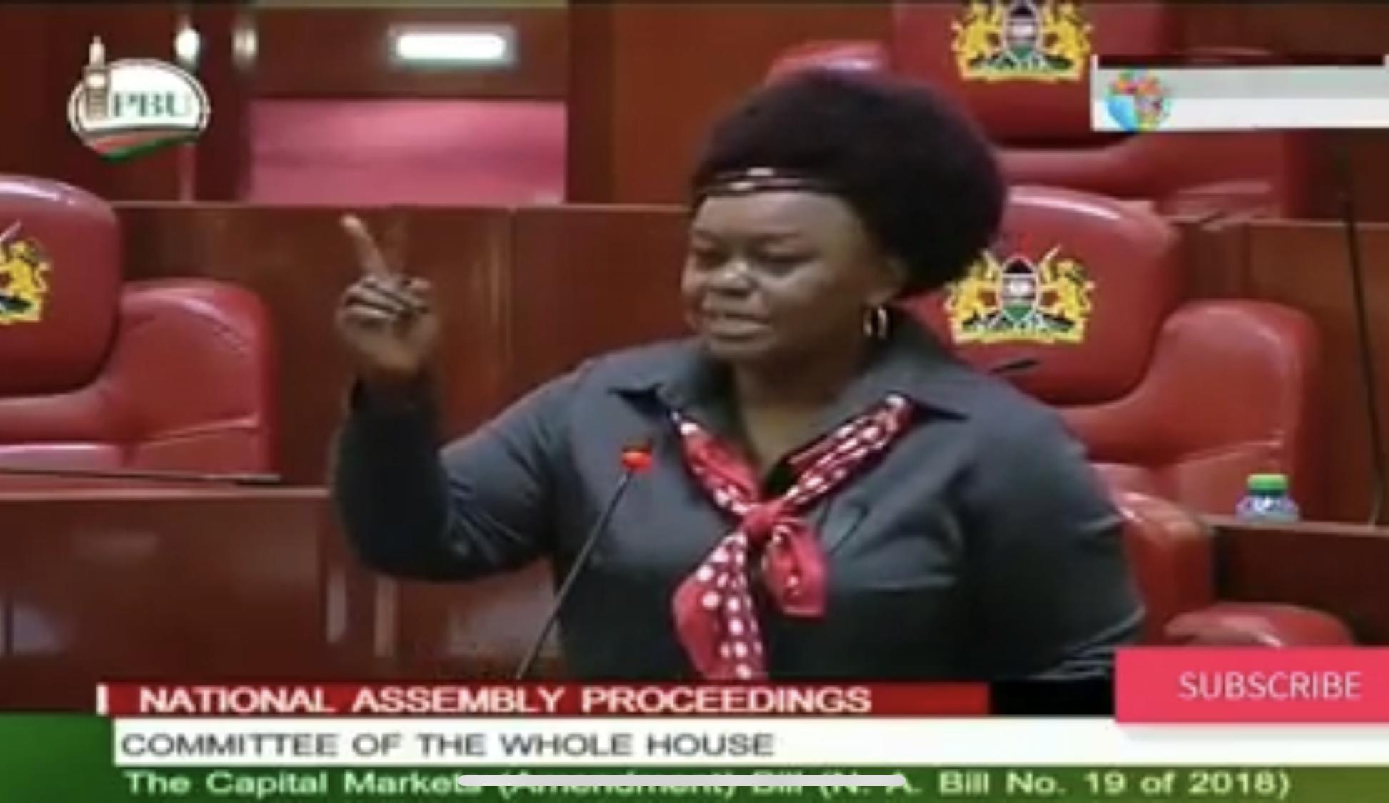 فيديو/برلمانيون في كينيا يحتجون على إطلاق زميل لهم للريح من دُبُرِه أثناء الجلسة