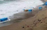 إعتقال رجل أعمال ومُعلمٓي سِباحة سرقوا كميات كبيرة من الكوكايين لفظتها مياه البحر