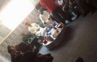 الوالي بيكرات يزور منزل أيقونة الفن الصحراوي بالعيون 'خوسيفا' لتقديم واجب العزاء