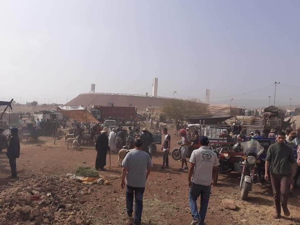 """محيط ملعب """"أدرار"""" بأكادير يتحول إلى سوق مفتوح لبيع أضاحي العيد !"""