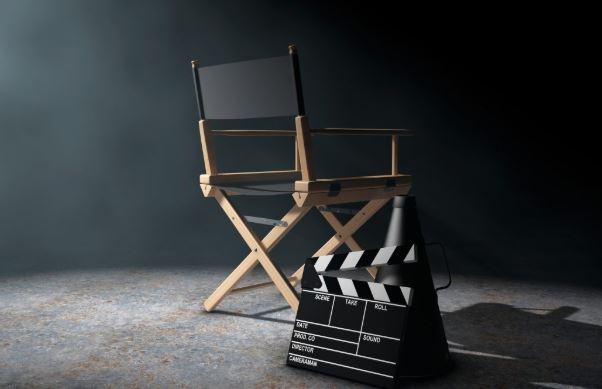 إعلامية مغربية تفجر فضيحةً و تتهم مخرجاً سينمائياً معروفاًَ باستدراج ممثلات إلى منزله و تصويرهن سراً !