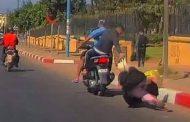 فيديو | لصوص يسقطون سيدةً أرضاً و يسرقون حقيبتها بالدارالبيضاء !