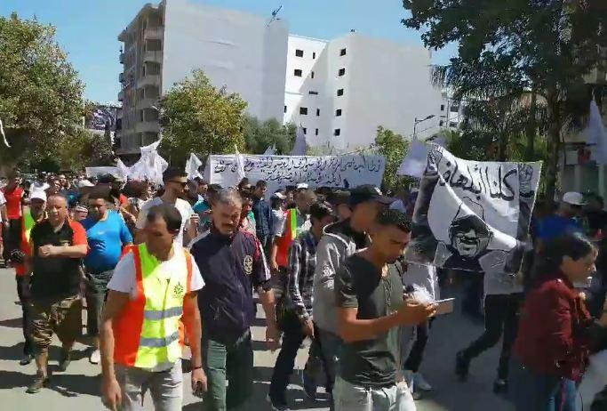"""فيديو/ نقابة الإستقلال بفاس تنتفض ضد الأزمي في مسيرة احتجاجية و تصف البيجيدي بـ""""العصابة الإجرامية"""" !"""