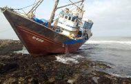 فيديو | جنوح مركب للصيد الساحلي محمل بأطنان من السمك بسواحل طانطان !