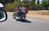 صورة أب يحمل أربع من بناته على دراجته النارية بمكناس تثير الجدل على مواقع التواصل !