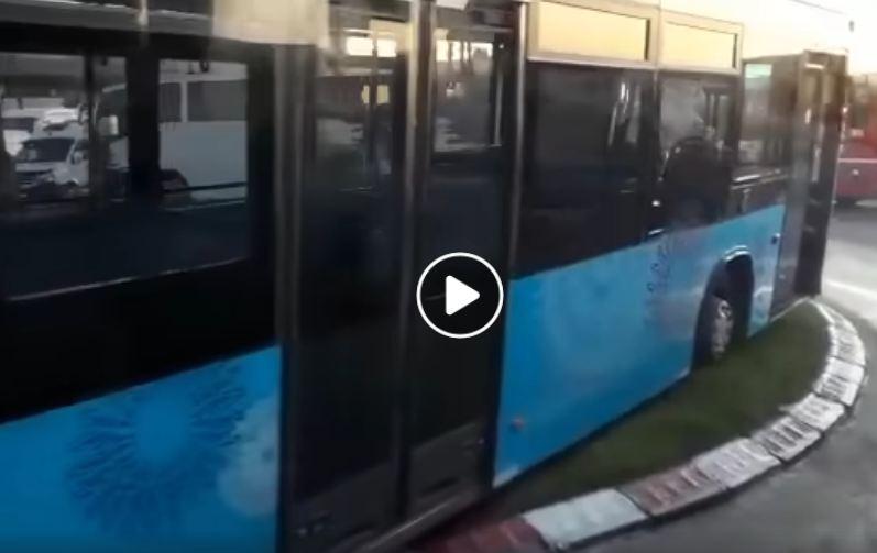 """إصابة 4 أشخاص في حادث انحراف """"طوبيس"""""""