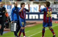 فيديو/ ميسي يحتفل بأول ظهور له مع برشلونة و يتسلم الحذاء الذهبي للمرة السادسة في مشواره!