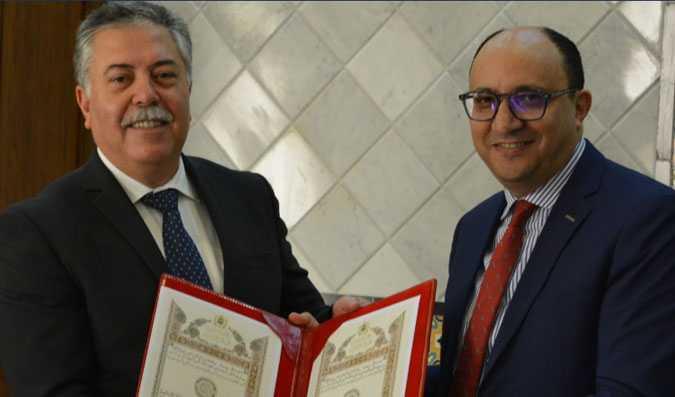 حسن طارق يُقدمُ أوراق إعتماده رسمياً سفيراً لدى تونس