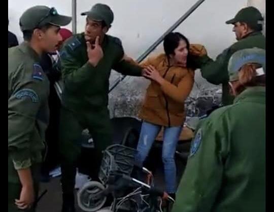 صور 'إعتداء' عناصر الجمارك على فتاة ووالدها المُقعٓد بباب سبتة تغضب الفيسبوكيين