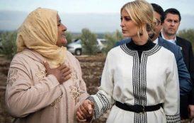 صور/عيشة بورگيب السيدة التي قبّلٓت يد نجلة ترامب وجعلتها أشهر سيدة مغربية