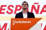 درسٌ للزعماء الخالدين المغاربة. زعيم حزب إسباني ذو 39 عاماً يستقيلُ بعد تراجع نتائج حزبه في الانتخابات