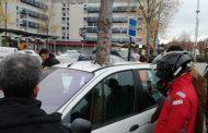 فيديو/ هذه حقيقة الشجرة التي نبتت وسط سيارة بفرنسا !
