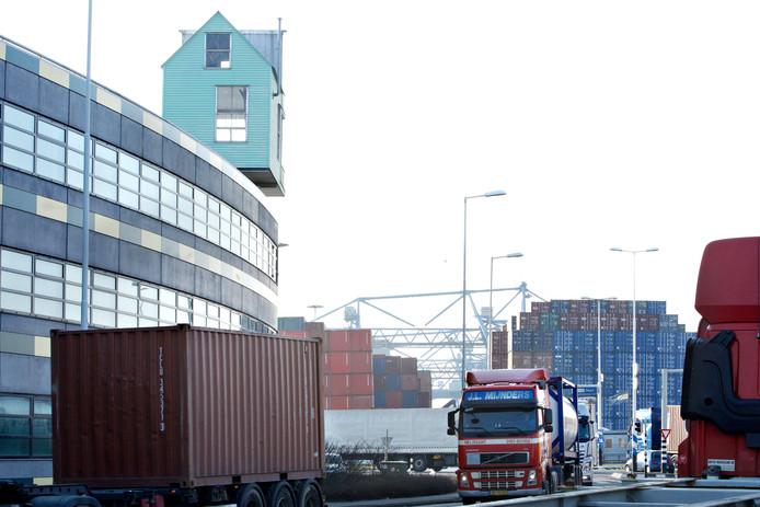 ضابط جمارك مغربي بهولندا متهم بتهريب الكوكايين من ميناء روتردام !