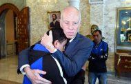 الرئيس التونسي قيس سعيد يستقبل شباب عاطلين داخل قصره !