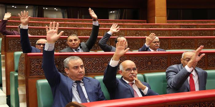 مهزلة. البام المُعارض يُصوتُ لإبقاء المادة 9 والبيجيدي الحاكم يمتنع