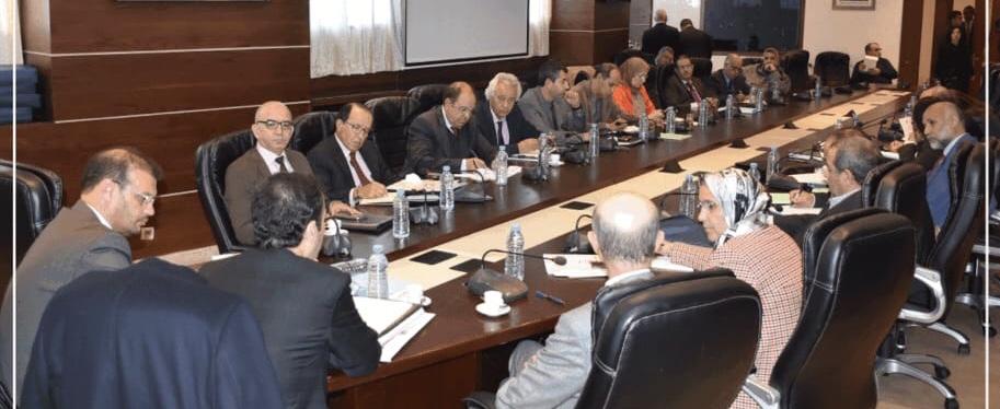 فريقي البيجيدي والإتحاد بالمستشارين ينقلبان على العثماني بالإمتناع عن التصويت على المادة 9 من قانون المالية