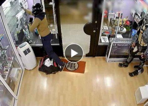 فيديو: اعتقال مغربيين سرقا 40 مليون من متجر في إسبانيا !