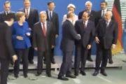 فيديو/الرئيس الروسي يصدم تبون ويرفض مصافحته ببرلين