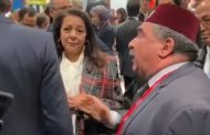 """فيديو/ برلماني مغربي يصرخ في معرض السياحة بمدريد بعد منعه من لقاء الملكة : """"أنا ممثل الشعب"""" !"""