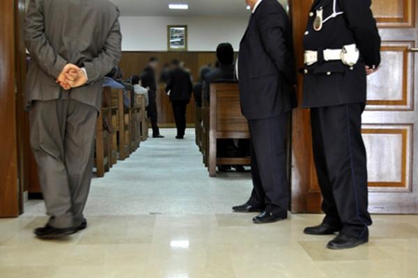 المسؤول الولائي المرتشي بمراكش ينهار وسط المحكمة بعد سماع حكم الإدانة ! - زنقة 20