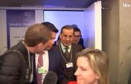 """فيديو/ وزير الطاقة السعودي يصف صحفياً بـ""""الغبي"""" بعد سؤال عن اختراق هاتف بيزوس !"""